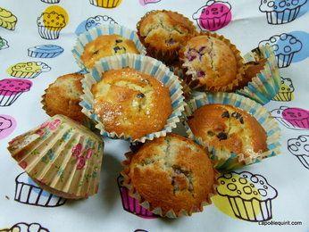 Des poires, des framboises, des bananes, du chocolat = des muffins !
