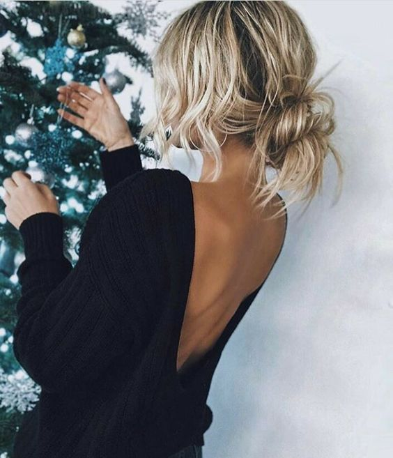 Blonde messy bun hair style / low bun hairstyle / effortless updo / New Years Eve hairstyles