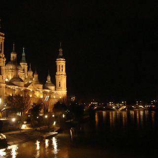 Basílica de Zaragoza y su resplandor. #turismo #España