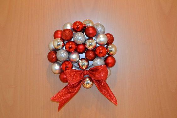 Navidad diy corona para la puerta con bolas - Como hacer coronas de navidad ...