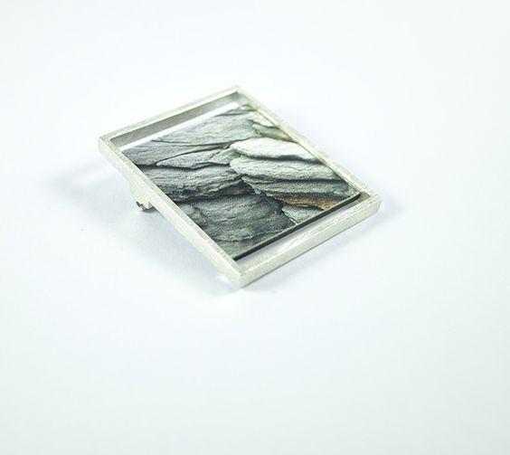 Santi Capo - Broche marco plata, con imagen de rocas de Menorca: