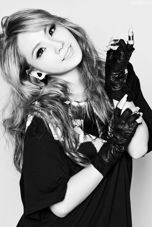 CL ( Lee Chae-rin) ★ 2NE1 She's such an inspiration. She isn't afraid to be herself. She's strong, sexy, confident. I wanna be more like her :) Forever and always my #wcw XD