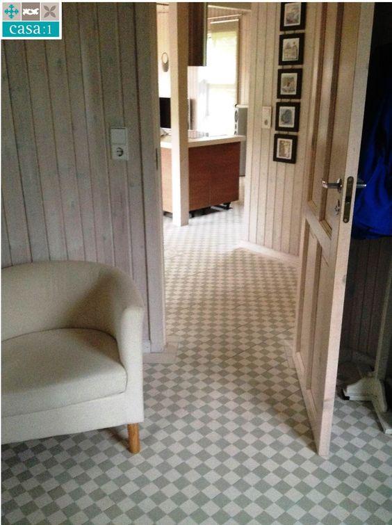 Schlicht und elegant zeigt sich dieses Holzhaus unseres Kunden in Naumburg. Das einfache Rezept: Casa:1 #Zementfliesen  der Reihe Finca (FIN012) in Grau und Weiß. www.casa1-zementfliesen.de