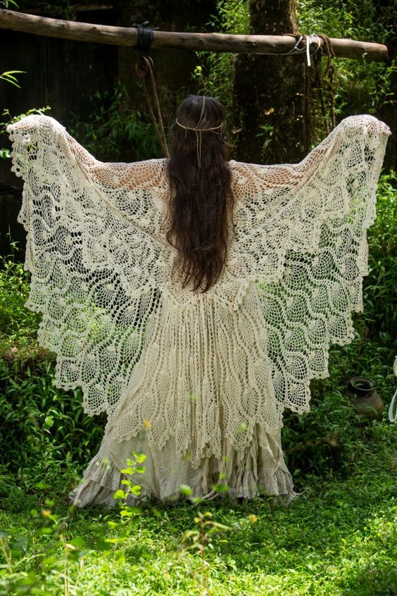 Unique shawl/vest – The Enchantress   I love, love, love this