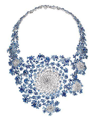 Collar de fractales (diamantes y zafiro) del diseñador Marc Newson.  Nice!