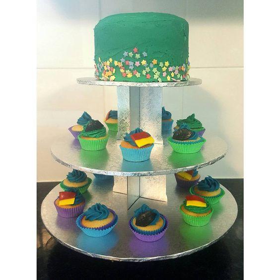 """I love bright colours for children's cakes  #pinatacake #cupcakes #lifesaving #football #hayleescakes"""