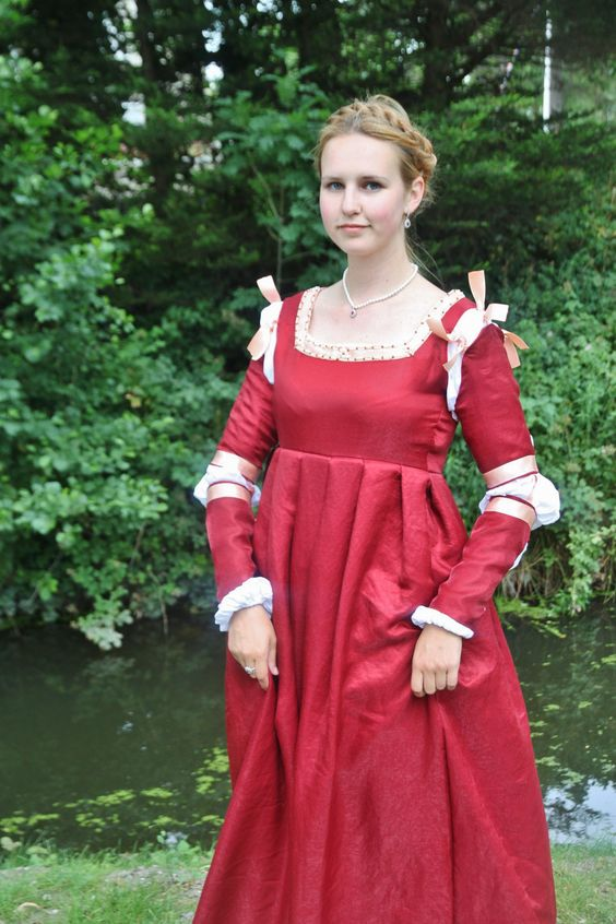 Italian renaissance dress (gamurra) from central-Italy around 1500 AD. Hand-beaded and partially hand-sewn by me.