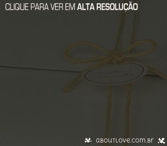 Convite de casamento com borda rendada em papel em padrão de arabescos - AboutLove