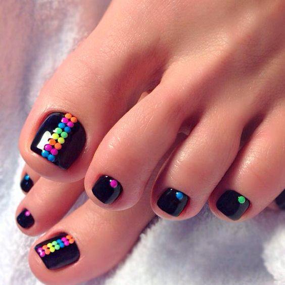 Have Your Toenails Stand Out With This Black White And Pink Combination Paint On Leopard Prints In Black Simple Toe Nails Cute Toe Nails Toenail Art Designs