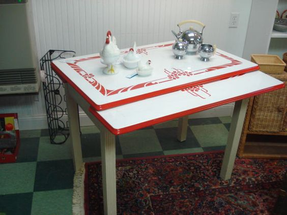 Cute table vintage enamel kitchen tables pinterest for Cute kitchen tables
