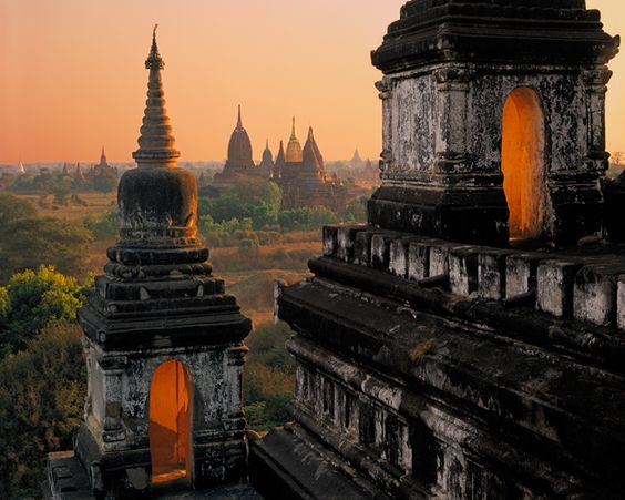 Thatbyinnyu Stupas and Sinmyarshin Pagodas - Bagan, Myanmar [Kenneth Parker Photography]