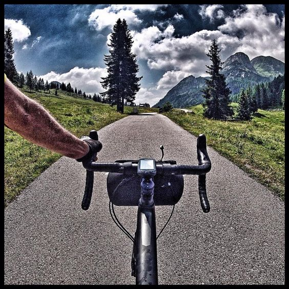 "L'ultimo ""strappetto"" primo del passo #casondilanza #bike #cycling #bicicletta #veló #ciclismo #cicloturismo #specialized #iamspecialized #carbon #carbonbike #diverge #specializeddiverge #ultegra6800 #shimano #shimanoroad #seekanddiverge #gravelgrind  #gravelroadbike #gravelbike #gravelgrinder #diverge #iononinquino"