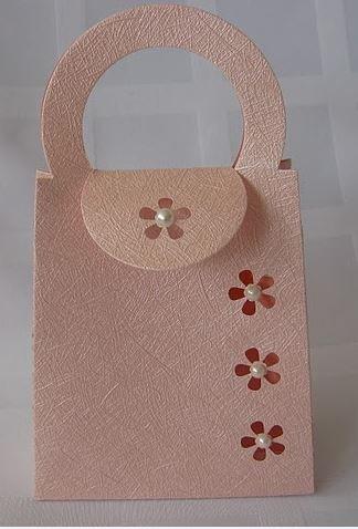 Ajándékátadó táska