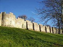Remparts d'York , d'origine romaine. - SIGEBERT III- 1) BIOGRAPHIE, 12: SIGEBERT est assassiné le 1° février 656, à l'âge de 26 ans, dans un complot. Ses restes, profanés à la Révolution, sont conservés à la cathédrale de Nancy, ville dont il est le saint patron. Le maire du palais GRIMOALD 1° se sentant menacé à la mort du roi le 1° février 656, fit alors tondre en secret le jeune DAGOBERT âgé de 3 ans, dans une chambre du palais de METZ.