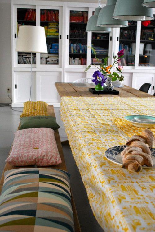 banco largo y almohadones
