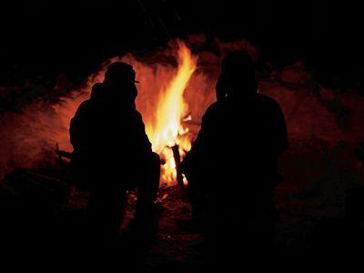 A cozy winter campfire in the U.P. of Michigan. (Photo by Walt Huss)