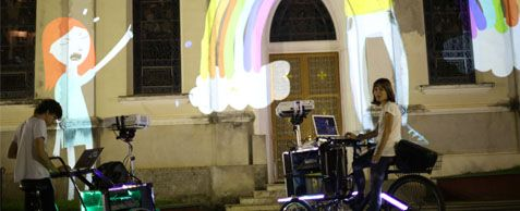 """""""SUAVE CICLO"""", um triciclo adaptado para projetar nas ruas animações e desenhos ao vivo"""