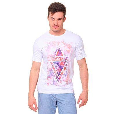 Camiseta Metropolitan pas18, em 100% Algodão. Gola redonda e mangas curtas. Possui estampa floral boho na parte frontal. Perfeita para qualquer ocasião! Peso: 165g