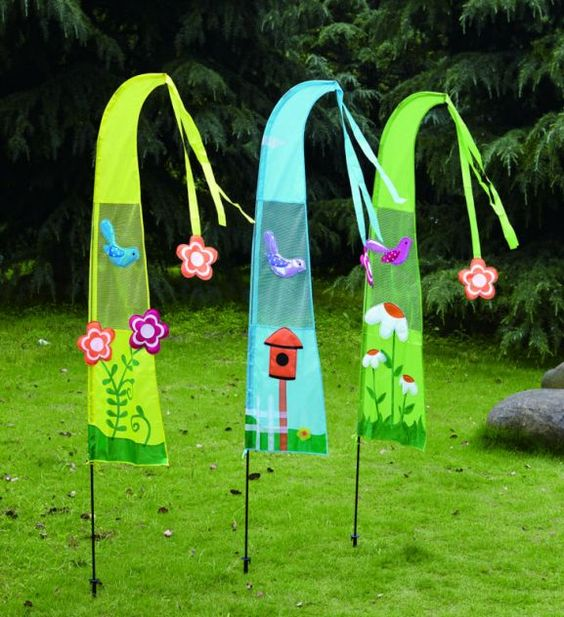 Spring yard flag set birds http www for Spring yard decorations