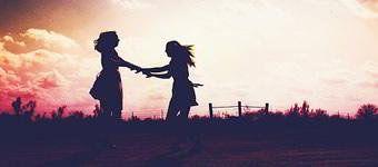Lembro das brincadeiras, dos tombos e das risadas, mas sobretudo me lembro de você, sempre ao meu lado pra rir ou chorar.