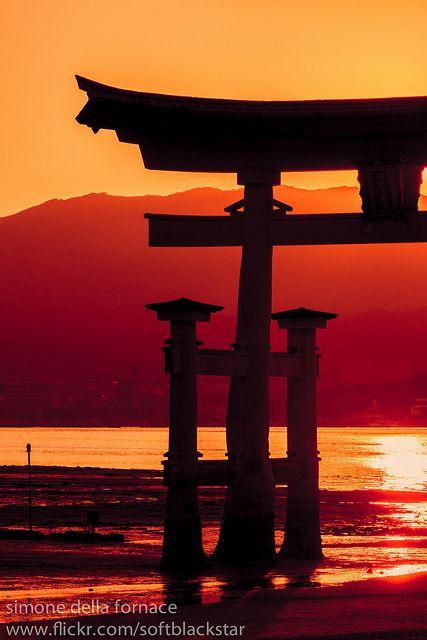 Torii by _softblackstar_ on Flickr. Itsukushima-jinja,Hiroshima,Japan