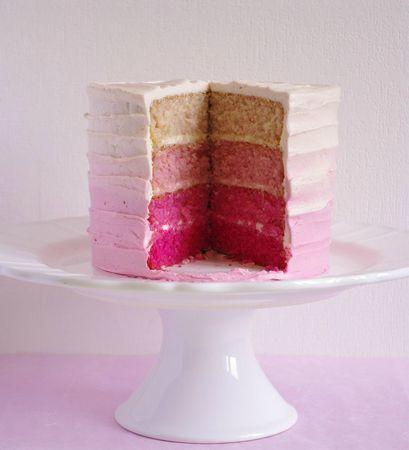 Enfournez à 180°C pendant 20 minutes sur 2 grilles différentes et en les changeant de place à mi-cuisson. Une fois les gâteaux cuits, laissez-les refroidir sur une grille pendant10 minutes avant de les retourner et de les laisser refroidir complètement.