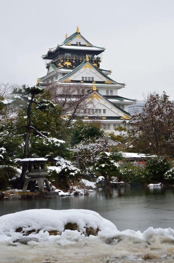 大阪・雪景色の大阪城