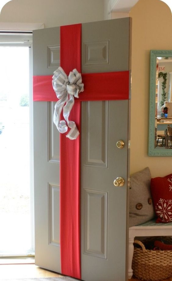 This is one of the best DIY holiday room decor ideas for your dorm!