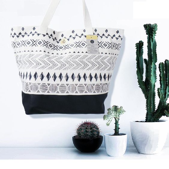 ★ t r a v e l l e r ★ You like travelling.. going away for a long weekend? This Traveller - Nordic is the perfect travel bag. Easy to use as handluggage and just big enough to carry clothes and shoes for a short trip! Only a few left so get it while you can!  #annetweelinkdesign #instabag #christmaspresent #instabags #drawing #like4like #tagsforlikes #handdrawn #watercolor #watercolour #igers #instagood #iphonesia #interiør #interiordesign #photooftheday #handmade #leather #cotton #print…