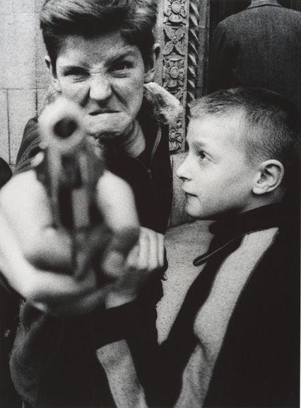 Gun 1, New York (1955) by William Klein.