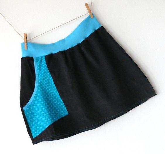 Cordrock für Individualisten    Längs zeigen sich Streifen und die geräumige Tasche zieren Punkte.  Dabei ist die Tasche so kantig geschnitten, das...