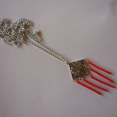 Collier sautoir filigrane carré et perles rouges