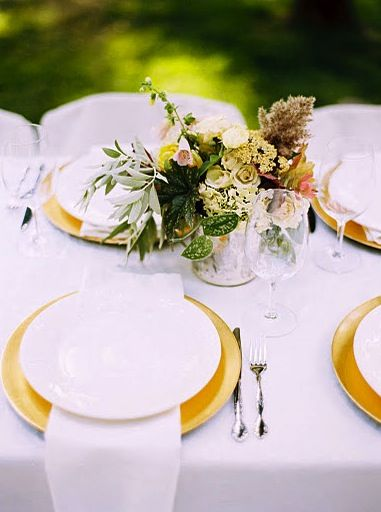 gold-plate-chargers - Once Wed | Gold chargers, Wedding ...