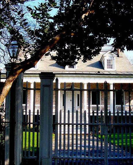 Plantation House moved to Garden Lane - New Orleans, Louisiana