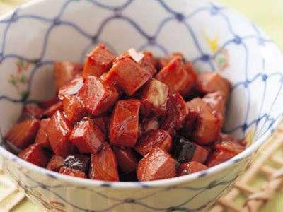 かつおの角煮 | 旬を迎えたかつおをしょうゆ風味でじっくり煮ます。新鮮なかつおを使うと身がくずれずに美しく煮上がります。