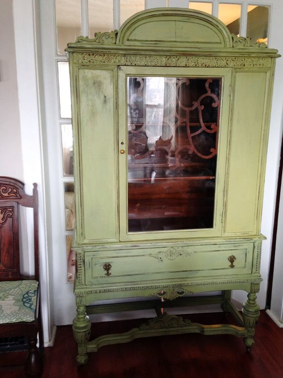Milk paint homesteads and antique hutch on pinterest for Peinture de lait