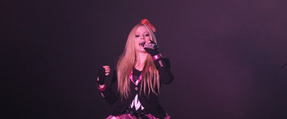 Avril Lavigne Screams, Runs Off Stage During Concert In China