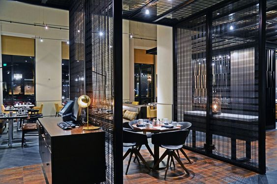 Marriott Waterfront Reinvents Restaurant And Lounge With Banker Wire Mesh - Picture gallery