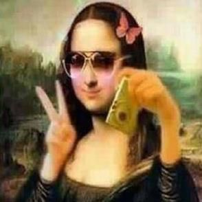 Mona Lisa with a cell phone selfie!