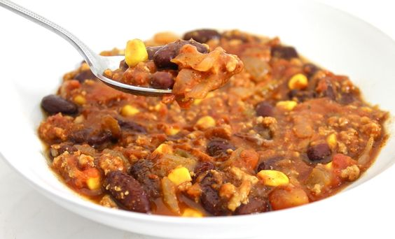 Skinny Turkey Taco Chili (Crock-pot or Stovetop) This chili is absolutely delicious! Each serving has 192 calories, 5g fat and 5 Weight Watchers POINTS PLUS. So versatile, serve it in bowls and let everyone top their own. http://www.skinnykitchen.com/recipes/skinny-turkey-taco-chili-crock-pot-or-stovetop/