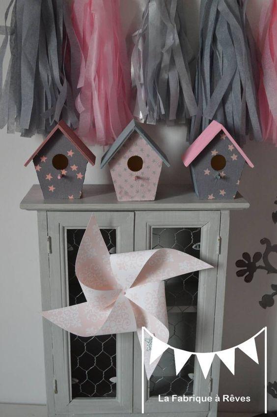 En stock 3 nichoirs maisonnettes cages oiseaux rose for Decoration maison rose poudre