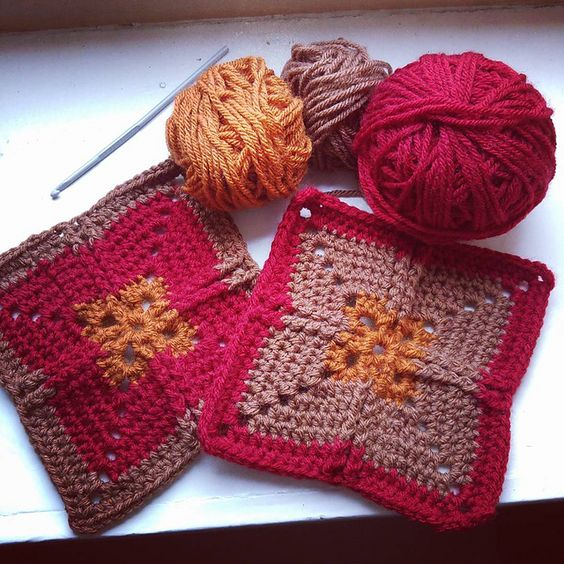 Ravelry: Project Gallery for Ribbed Cross Granny Square pattern by Eline Alcocer: