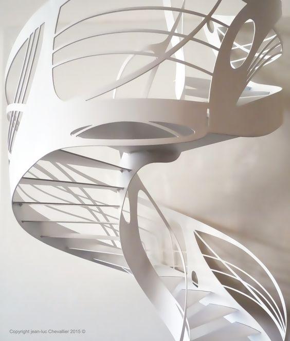 Escalier design en colimaçon Art Nouveau, dessiné et réalisé par Jean Luc Chevallier pour La Stylique.