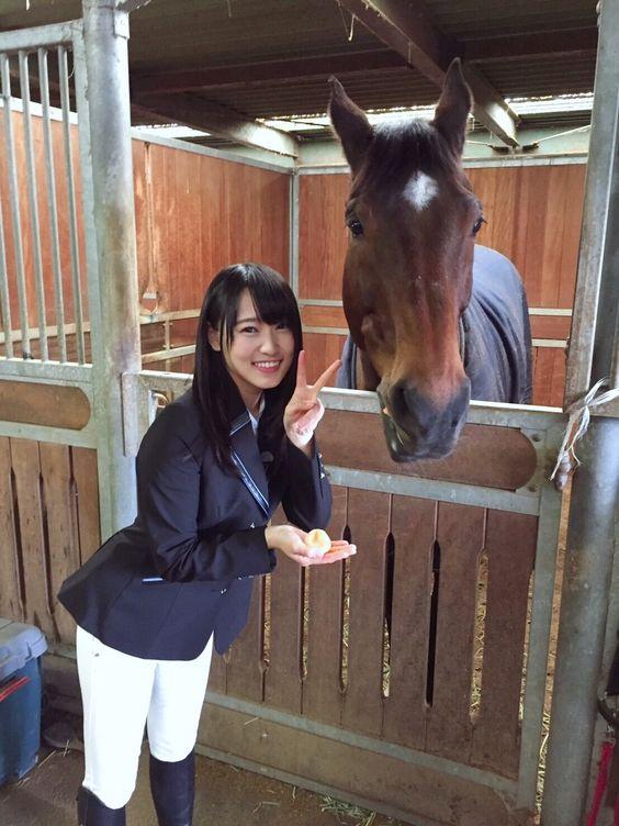 お馬とピースな菅井友香