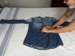 Como dobrar camisa social para levar na mala de viagem