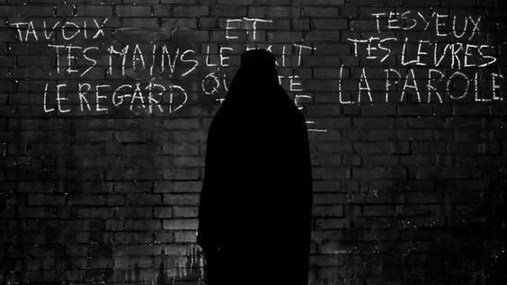 Music Video for the track 'Vehl' by Kidnap Kid.Taken from the 'Alphaville' EP. Download now: http://bit.ly/zK9YFh out on Black Butter Records - www.black-butter.co.ukThe video concept references a modern dystopian battle of the sexes inspired by Godard's classic feature film 'Alphaville'.Video Written, Directed, Photographed and Edited by Drew CoxProduced by Lucy Barber2nd Camera by James BarberPost Production by Drew CoxCostume, Hair and Makeup by Alice HerringActor Mickael N' DourActress…