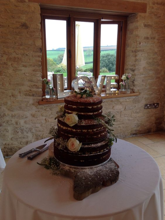 Dusted Naked cake @ Thekingscotebarn