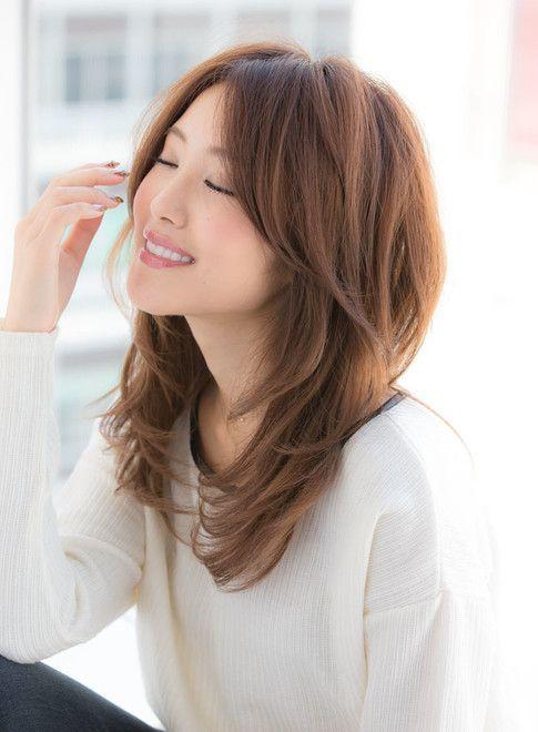 大人可愛いフェミニンレイヤースタイル 髪型セミロング 髪型 女性