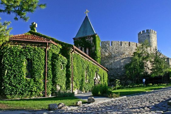 Ružica Church on the lower level of the #Belgrade Fort. is one of its most unusual locations: http://bit.ly/1wF3YNM  pic.twitter.com/PuQ35vMRtN