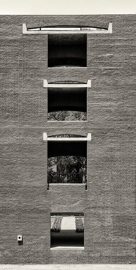 Isto é modernismo.  Indian Institute of Management in Ahmedabad, India | Louis Kahn (1962-74).